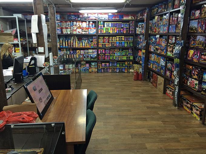 Интерьер магазина пиротехники